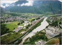 Fig. 4 -L'Arc en vallée de la Maurienne: une rivière très contrainte (Savoie- France).