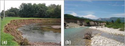 Fig.8 - Les sapements de berges participent à la recharge sédimentaire des rivières: (a) recul d'une berge sableuse sur la Bruche, en Alsace, par remobilisation de la plaine alluviale ; (b)recharge sédimentaire par sapement d'une berge caillouteuse sur le Bès, dans la Drôme, par remobilisation d'une terrasse Holocène.